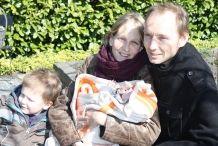 Het grijpt Lizan ter Wal en Jeroen de Vries nog best even aan als ze terugkijken op de enerverende periode waarin hun zoontje Tristan op de negende verdieping van VUmc lag en Lizan op de achtste verdieping beviel van hun dochter Jinte. >> Lees het hele verhaal op: http://www.kinderfonds.nl/huis-vumc-amsterdam/beschuit-met-muisjes-ronald-mcdonald-huis-vumc#sthash.hrbv1PqX.dpuf