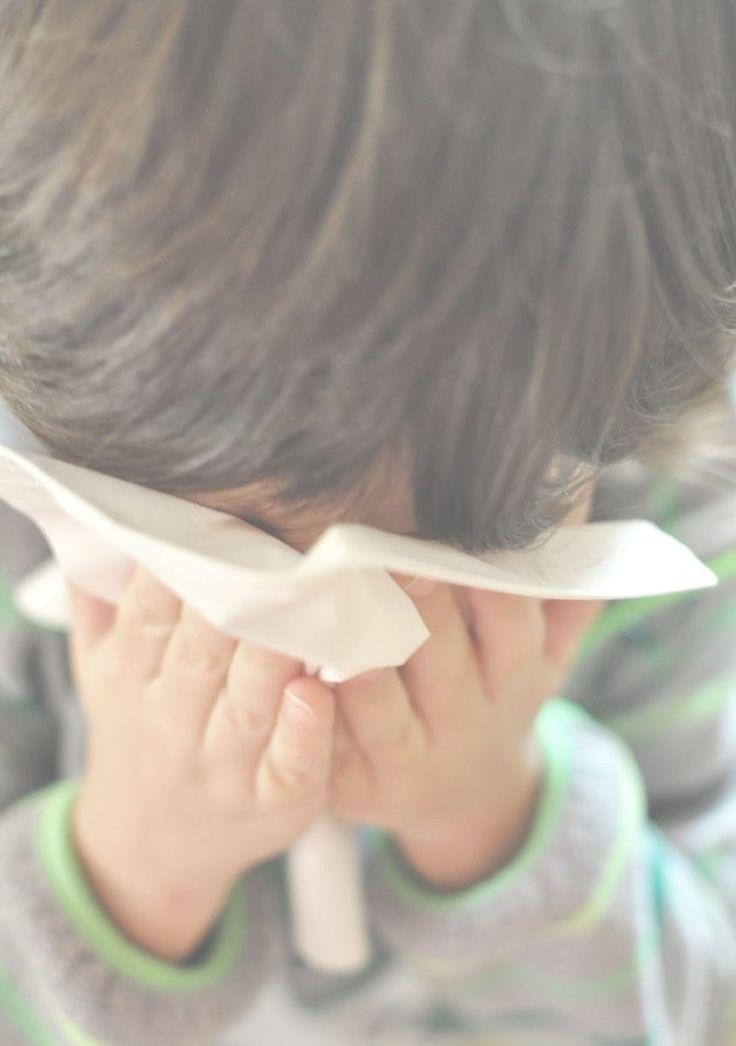 Πόσο αβοήθητοι νιώθουμε εμείς οι γονείς όταν τα παιδιά μας αρρωσταίνουν; Πόσο θα θέλαμε να περνάμε εμείς αυτή την ίωση, αυτό το κρύωμα, αυτό το μπούκωμα για να μην υποφέρουν εκείνα;  Αλλά και…  Πόση υπομονή μπορεί να κάνει ένας γονιός όταν το παιδί του έχει κουραστεί να είναι άρρωστο και βγάζει νεύρα; Όλα στο  http://www.justelectra.gr/el/avoithitoi-goneis/