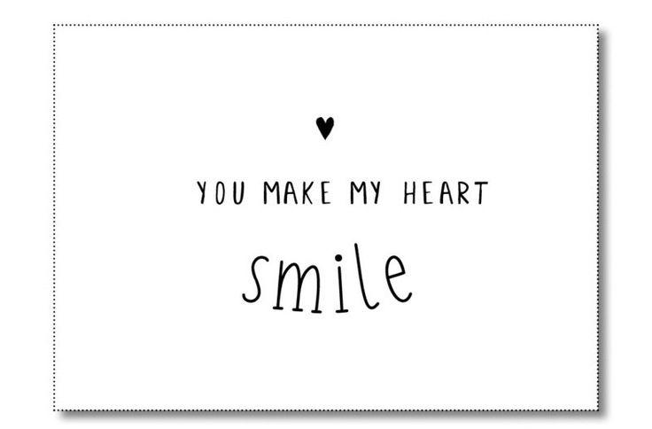 Kaart You make my heart smile Ansichtkaart met quote You make my heart smile. De kaart is geprint op dik kaartpapier met ruwe matte uitstraling.  Op de achterzijde is ruimte voor een adres en een persoonlijke boodschap. Leuk om te versturen, maar ook om op te hangen in een lijstje of met tape aan de muur!