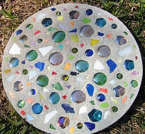 Homemade Stepping Stones | made garden stepping stone made by vicki this round stepping stone ...