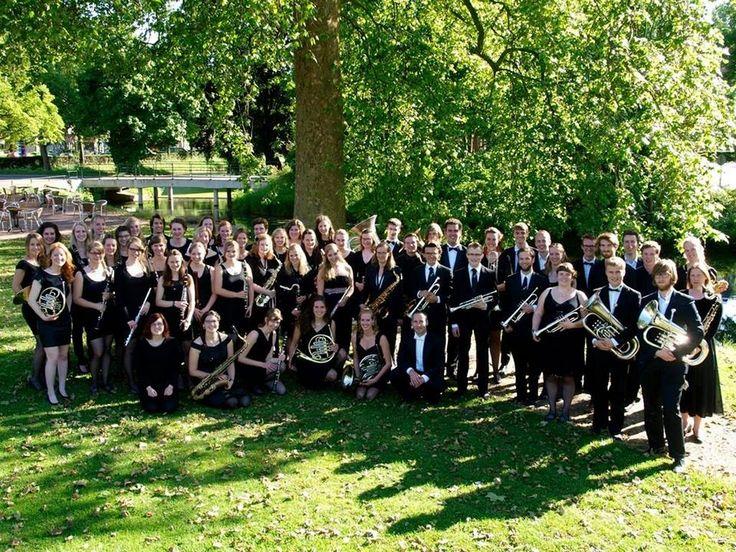 Orkiestra De Ontzetting wystąpi na rynku – FILM