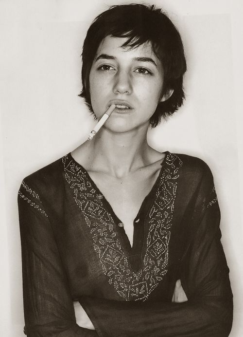 short hair a la Charlotte Gainsbourg