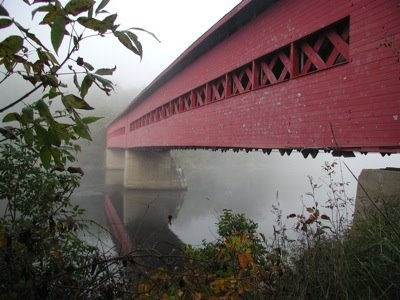 The Wakefield covered bridge was built in 1915 at the entrance of the village and was one of the first bridges to link the two shores of the Gatineau River. Sadly, the bridge was completely destroyed by fire in 1984. The population of the village decided to collect money to rebuild the bridge. Quebec.