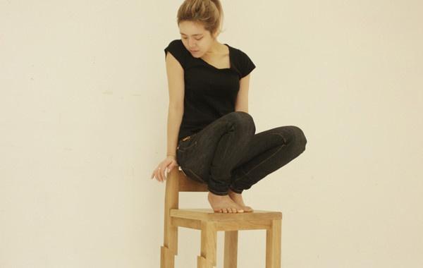Samurai Chair di Seo Young Moon. La designer sud-coreana Seo Young Moon ha realizzato Samurai Chair, una sedia che dà l'impressione che sia stata tagliata a metà da una katana di un samurai. Via likecool.com