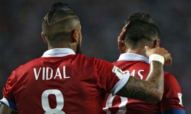 Los volantes de la Roja están molestos por las pifias que recibió el himno chileno. Octubre 14, 2015.