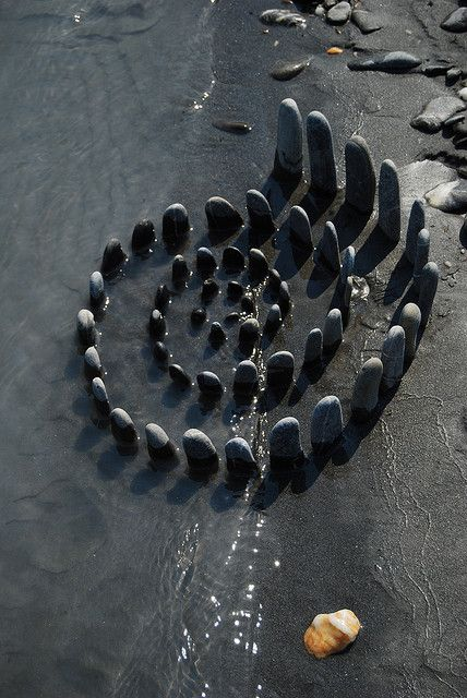 ♀ Environmental rock land art by streuwerk, via Flickr