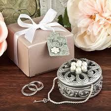 Wedding Gift Hampers Dubai : ... on Pinterest Wedding gift baskets, Perfect wedding gifts and Dubai