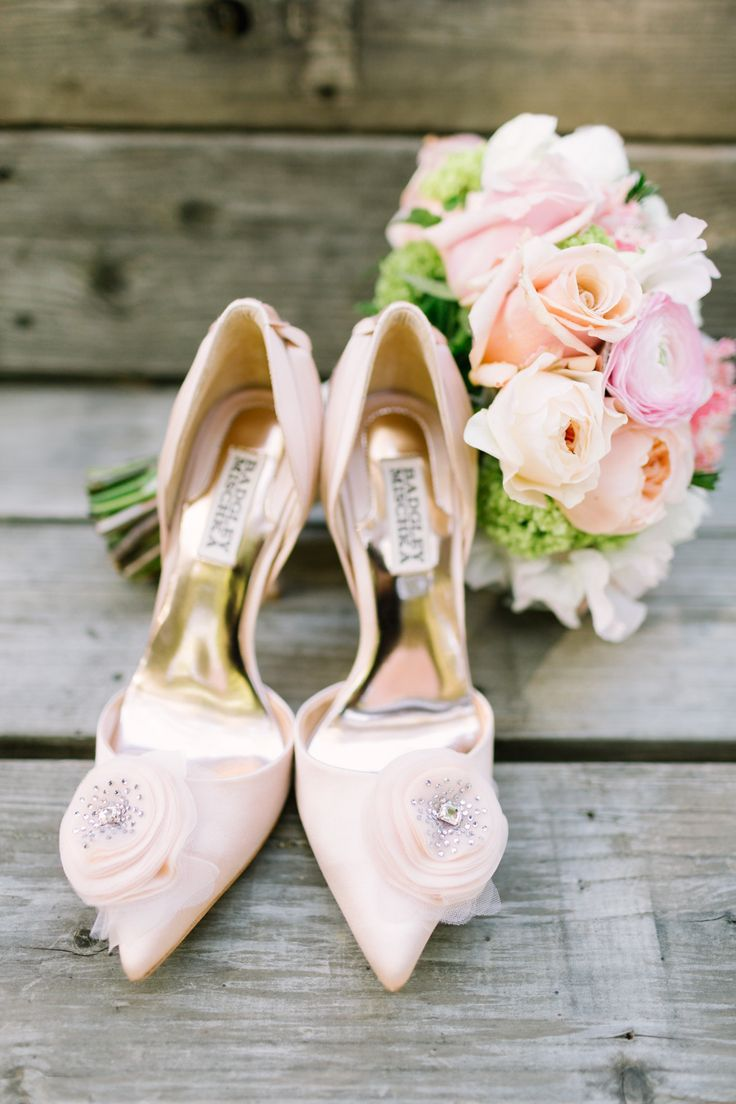 #badgley-mischka, #pink, #blush Photography: komanphotography.com | pink wedding shoes - fabmood.com