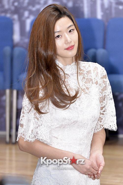 """チョン・ジヒョン""""女神のような韓流スター""""を地で熱演『星から来たあなた』制作発表会"""