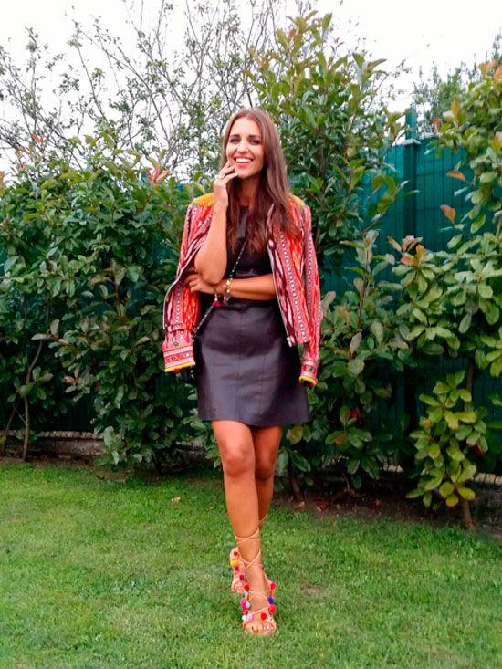 La actriz y blogger de ELLE Paula Echevarría fue de las primeras en posar con ellas. Para ello eligió un vestido negro y una chaqueta de estilo étnico que le favorecía muchísimo. Vía: ELLE.  - WomansDaySpain.es