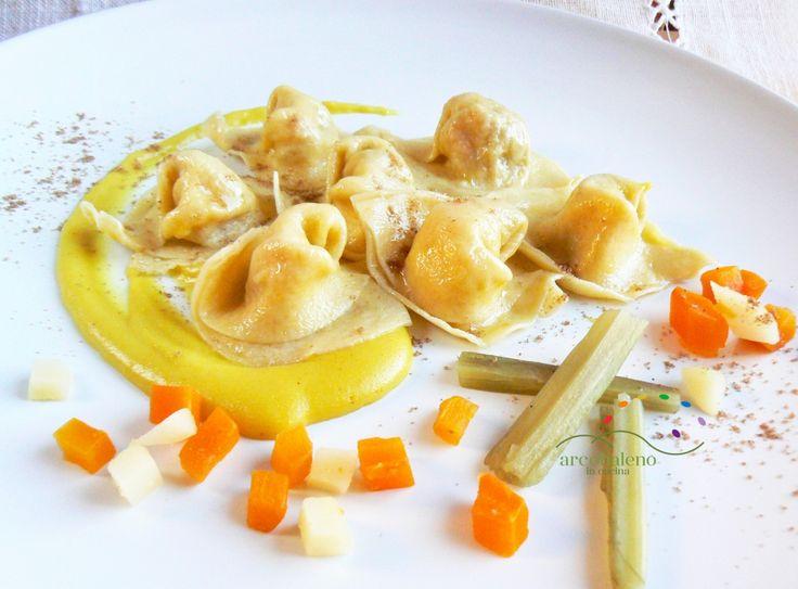 Ricetta Cappellacci Vegani farciti con Patate,Carote e Cardi in salsa di crema di riso al profumo di Coriandolo e Curcuma