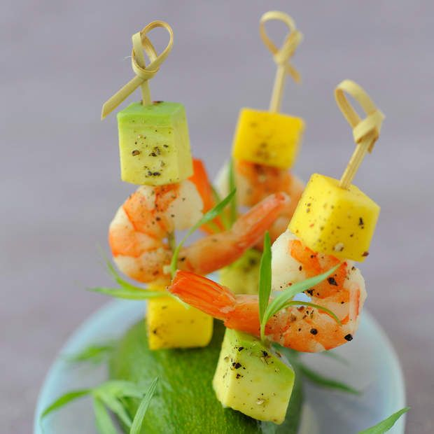 Brochettes d'avocat aux crevettes roses et à l'ananasLire la recette des brochettes d'avocat aux crevettes roses et à l'ananas