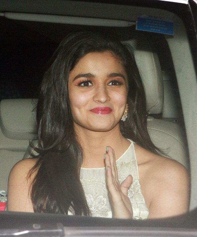 Alia Bhatt kept it uber and chic in a white number at Shah Rukh Khan's Eid bash. #Bollywood #Fashion #Style