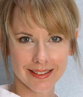 perfect business make-up in 5 minuten  Das Geheimnis:  Aufhellen, Augenbrauen, Schattieren! Bisschen Lipgloss und Augenkonturen.