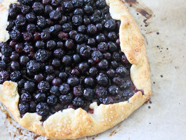 A Lighter Blueberry Pie | Healthy Eats – Food Network Healthy Living Blog http://blog.foodnetwork.com/healthyeats/2016/07/16/a-lighter-blueberry-pie/
