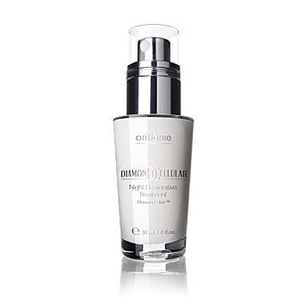 Diamond Cellular Night Restorative Treatment. Ihoa uudelleen rakentava timanttiyövoide. Yövoiteessa yhdistyvät uusin tekniikka ja ylelliset aineosat, jotka saavat ikääntyvän ihon näyttämään nuorekkaammalta. Diamond Elixir™ -yhdiste palauttaa ihon kirkkauden ja Cellular Sal Acid uudistaa ihon pintaa aktivoimalla ihosolujen uudistumista. Levitetään iltaisin kasvoille ja kaulalle. Yövoide sopii kaikille ihotyypeille, joissa on näkyviä ikääntymismerkkejä. 30 ml. Tilausnumero:18437