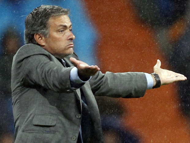 Real Madrid coach Jose Mourinho sues Spanish daily over