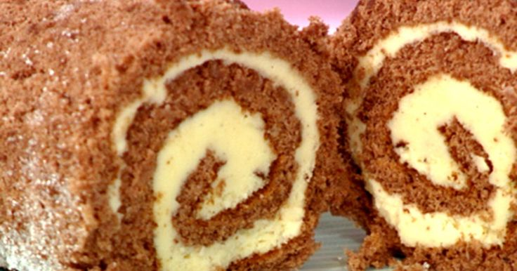 Ett klassiskt recept på drömtårta, rulltårta i choklad fylld med en fluffig smörkräm.