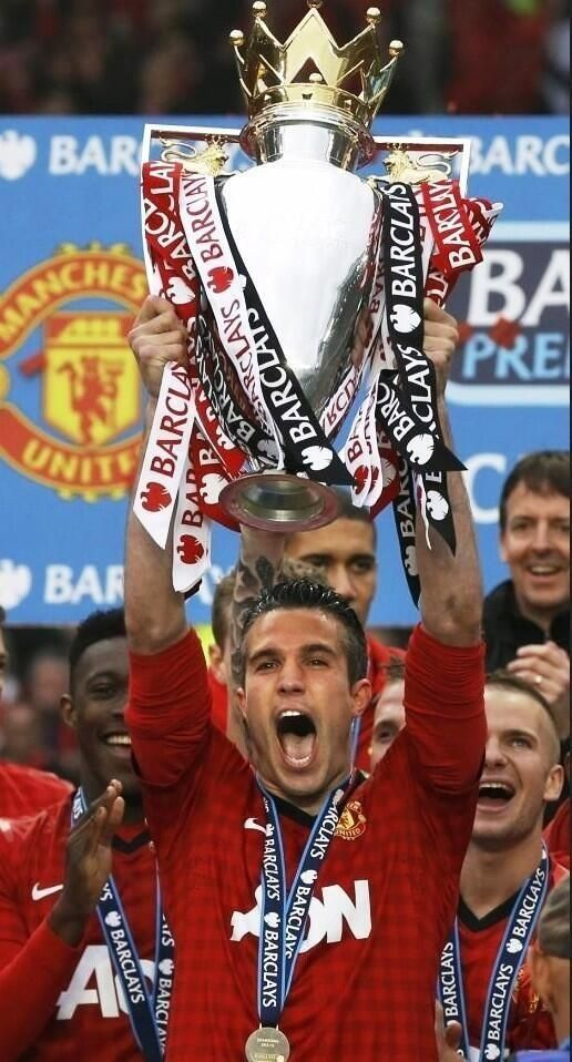 Robin van Persie lifts the English Premier League Trophy for Manchester United in 2013 ..... Get your FREE DOWNLOAD of the SportsQuest app at www.sportsquestapp.com @SportsQuestApp