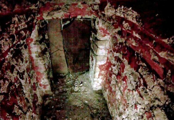 Una tomba rosso sangue nella piramide maya: lo rivela la telecamera