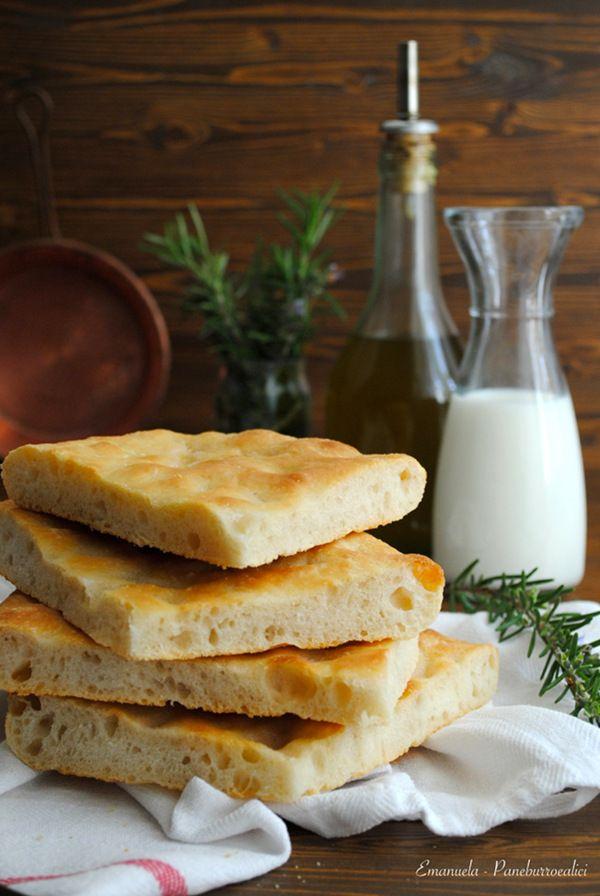 Pane, burro e alici: Focaccia morbida al latte, ma soprattutto il nuovo...