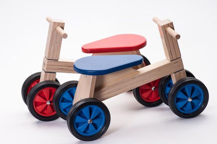 Een absolute topper!Deze loopfiets is gemaakt van FSC multiplex en is dus van de allerbeste kwaliteit. Afgewerkt met een kindvriendelijke blanke- en-kleurlak. Met deze eenvoudige loopfiets leert uw baby en peuter lopen. Een oerdegelijk onverslijtbaar fietsje. De rubberen wielen zorgen ervoor dat er zo weinig mogelijk strepen op uw vloer achterblijven en beperkt de geluidshinder …