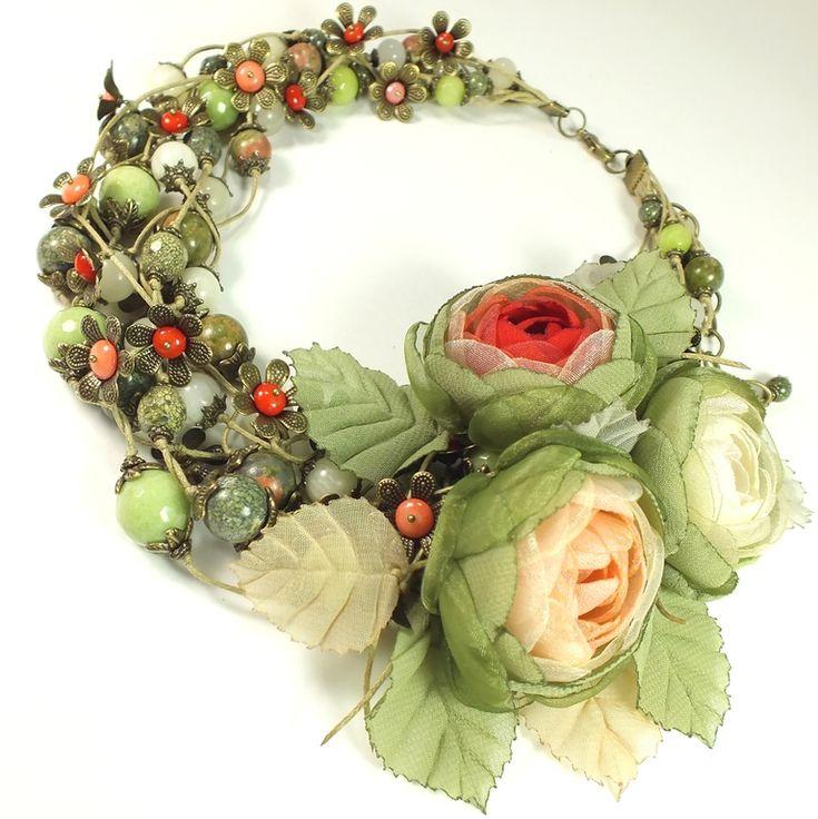 Купить Долина Дикой Розы. Колье, три броши-цветка - разноцветный, красный, коралловый, зелёный