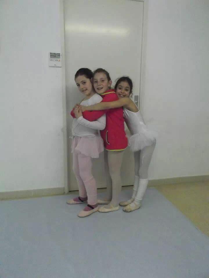 Siempre hay tiempo para dar un abrazo a tus compañeras!! :D