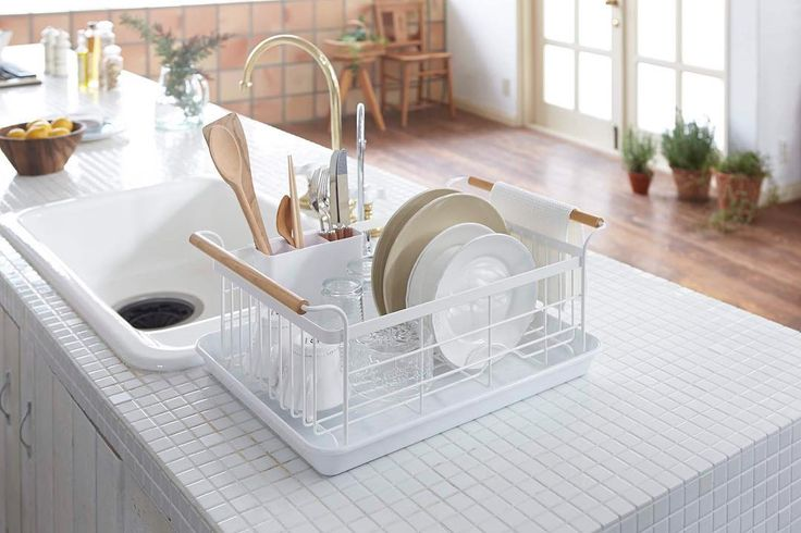 People like this Dish Drainer! One of our best seller item! Tosca Dish Drainer #yamazakihome #yamazaki #yamazakitosca #dishrack #dishdrainer #sink #kitchen #kitchenorganization #kitchendesign #scandinavian #housewares #homewares #countertop #japanesedesign #bestseller