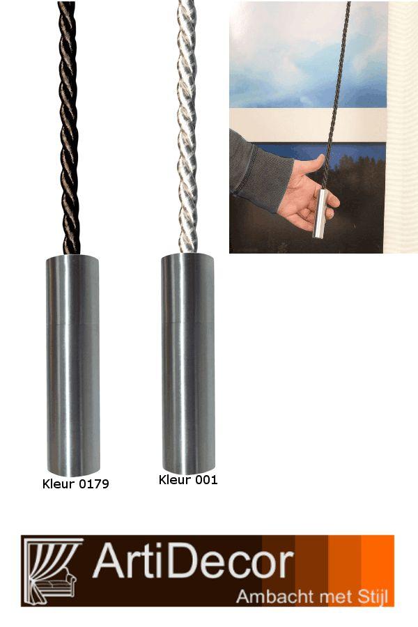 Een strak trekkoord met een metalen cilinder eindknop. Aan het begin van dit koord zit een clip om het koord vast te maken aan een oog of lus. Leverbaar in 6 kleuren. Vragen? wij van ArtiDecor staan voor u klaar. 072-5158252