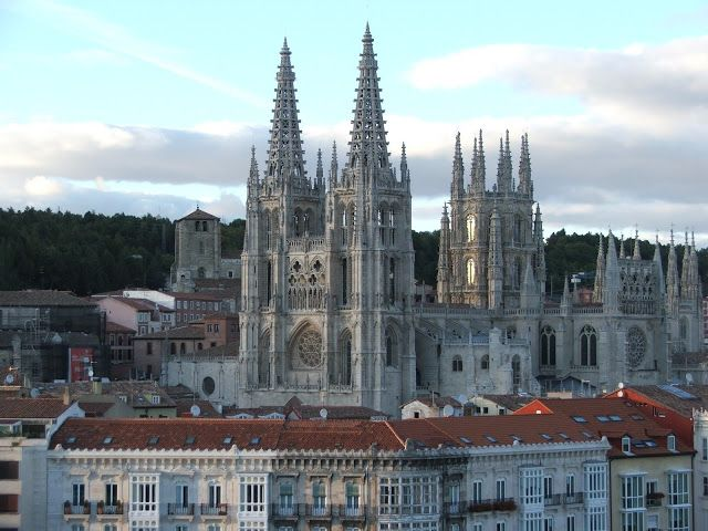 Gótico español. Exterior de la catedral de Burgos.