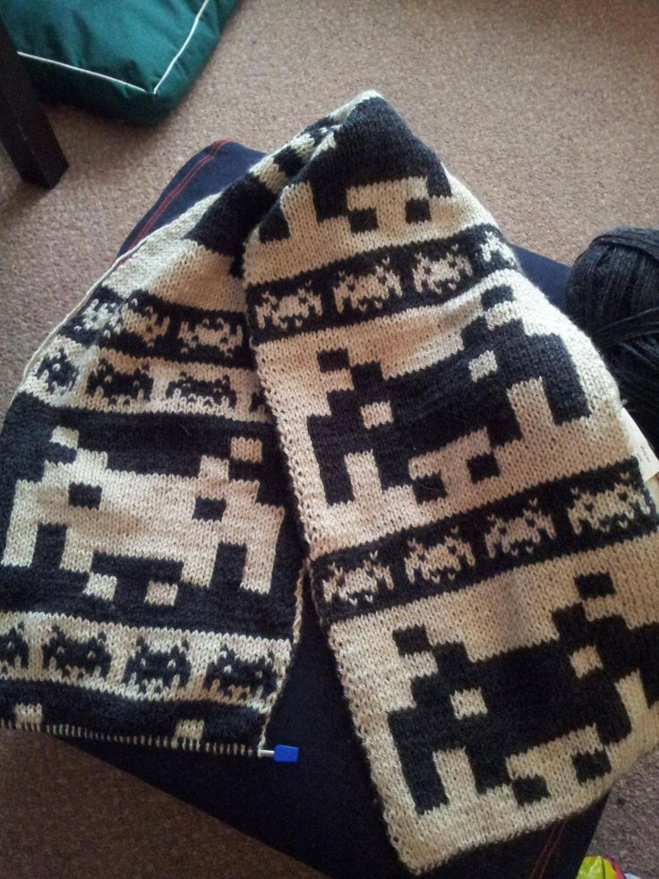 Space Invaders scarf. I'd love this as a throw!