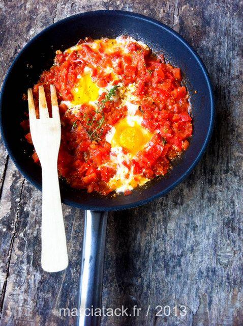 Les oeufs tomate, avec beaucoup d'ail dedans