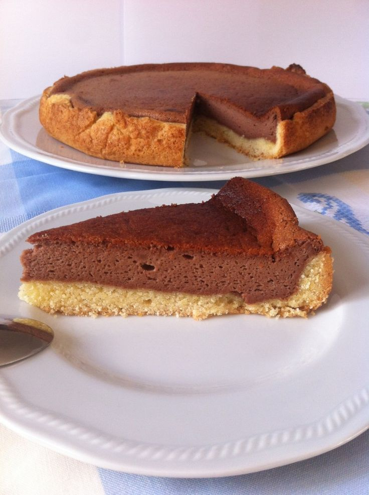 Ilcheesecake alla Nutella è un dolce semplice e leggero. E' racchiuso in un morbido guscio di pasta frolla ed è preparato con pochissim