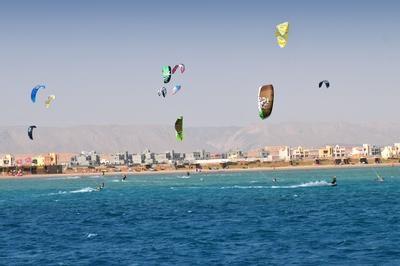 El Gouna, Ägypten: Top-Kitesurf-Event des FoundersKiteClub in El Gouna vereint Sport, Spaß und Business-Networking