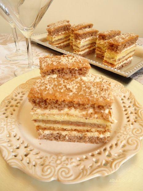 Ciasto orzechowo - jabłkowo - karmelowe