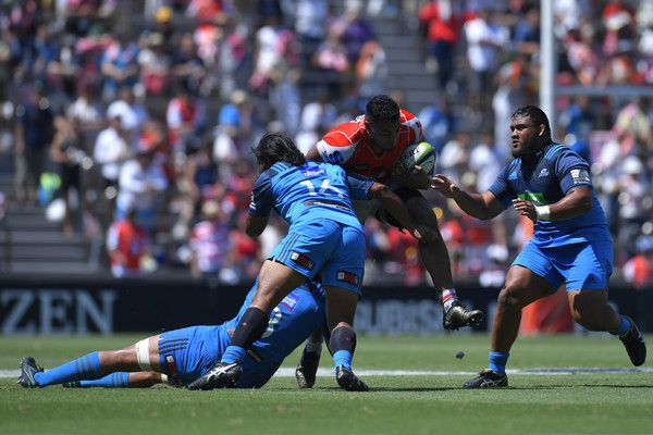 Uwe Helu Photos Photos - Uwe Helu #5 of Sunwolves is tackled during the Super Rugby match between the Sunwolves and the Blues at Prince Chichibu Stadium on July 15, 2017 in Tokyo, Japan. - Super Rugby Rd 17 - Sunwolves v Blues