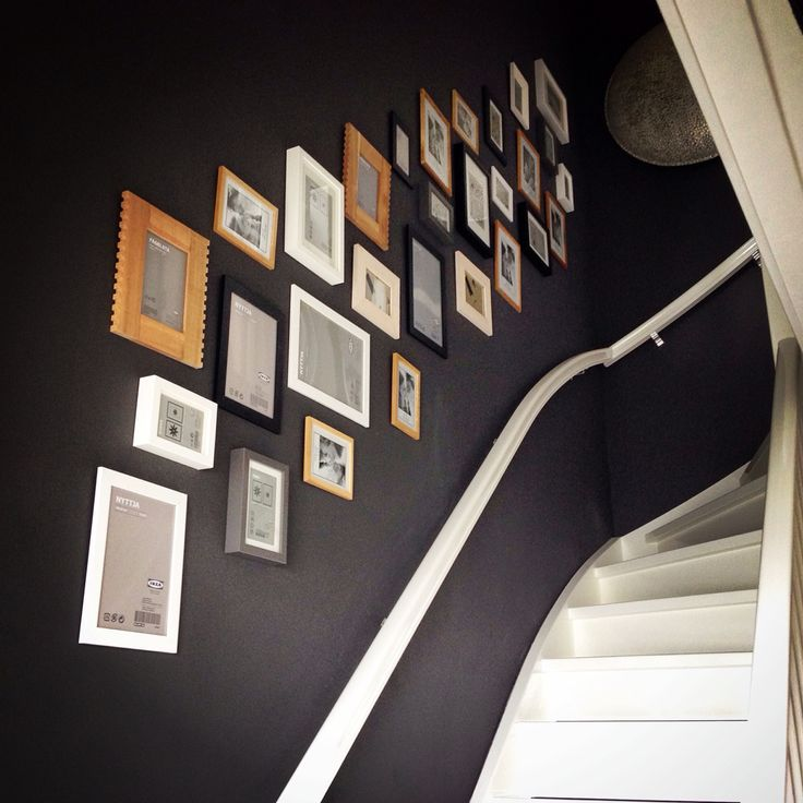 Muur vol fotolijstjes   Interieur   Pinterest   Family photo displays