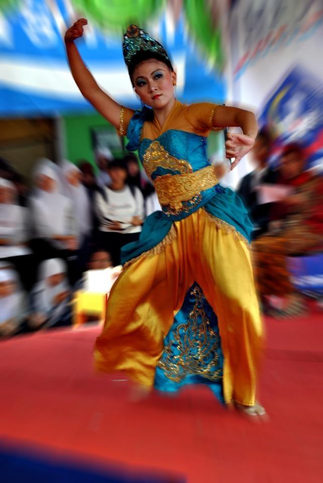 Jaipongan, also known as Jaipong, is a popular traditional dance of Sundanese people, West Java, Indonesia. The dance was created by Gugum Gumbira, based on traditional Sundanese Ketuk Tilu music and Pencak Silat movements. http://www.goindonesia.com/id/indonesia/jawa/bandung/seni_budaya/kesenian_bandung/tarian_bandung/tari_jaipongan