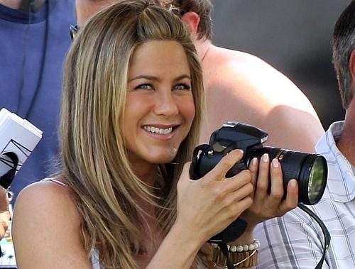love jennifer aniston's pulled back hair