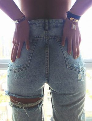 ripped jeans chic