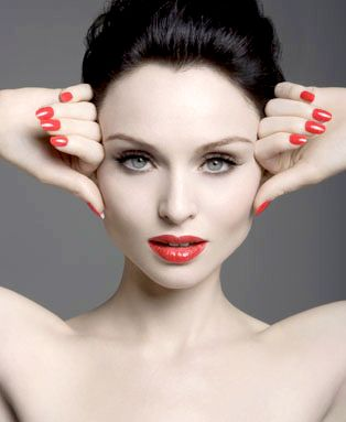 Sophie Ellis-Bextor. Nails & lips perfection!