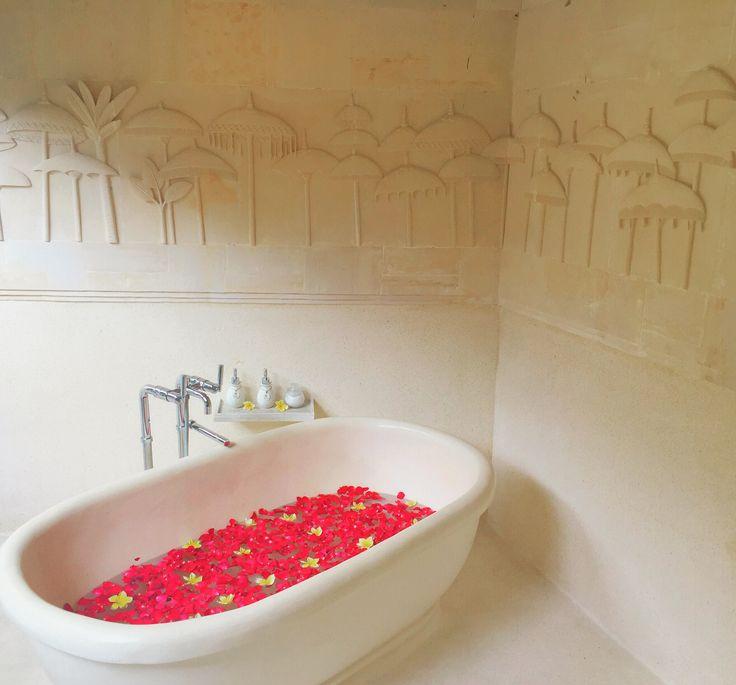 There's nothing quite like a relaxing bath at Villa Kubu to soak away the stress. Tempting?  www.villakubu.com #villakubu #luxury #bathtub #soak #wellness #balivilla #travel #holiday #paradise #seminyak #bali