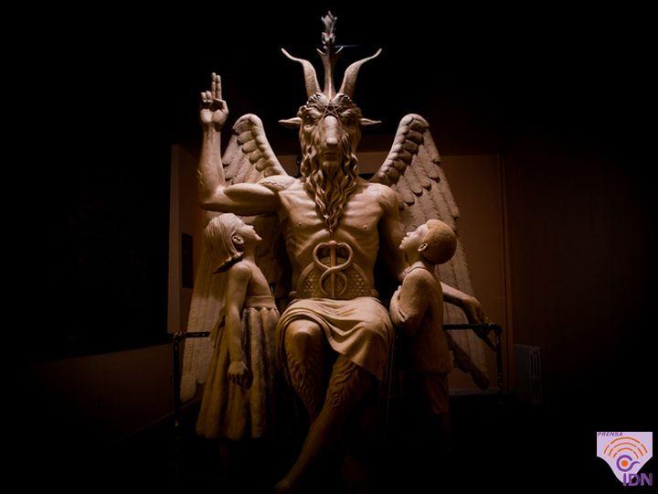 """Ya no hay secretismo, escultura de Baphomet del grupo religioso Templo Satánico en Detroit, en EEUU, crece en adeptos. Baphomet, """"una de las obras de arte contemporáneas más controvertidas y políticamente cargadas del mundo""""."""