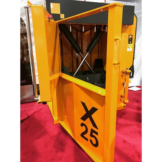 Bramidan: Our balers feature safe and steady doors that are operated by a strong threaded spindle. Visit booth 3619 at #wasteexpo to see one operate. #baler #balers #bramidan #bramidanus #cardboardbaler #cardboardbalers #plasticbaler #plasticbalers #petbaler #petbalers #textilebaler #textilebalers #recycling