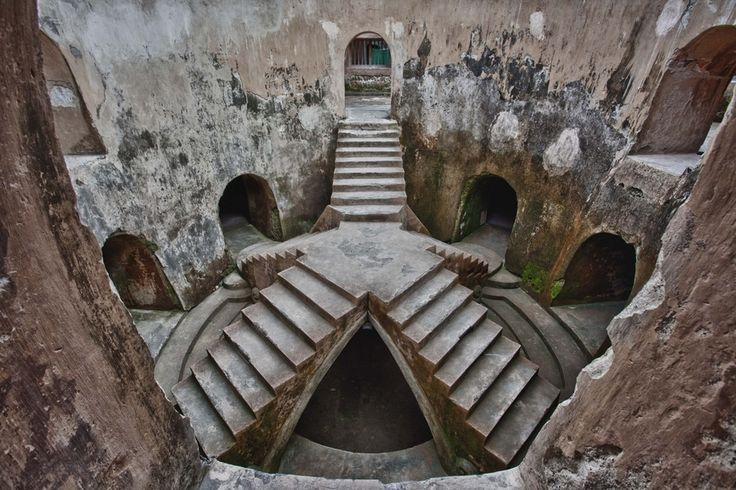 travelingcolors:      Underground Mosque, Yogyakarta | Indonesia (by Carten Nulagraha)