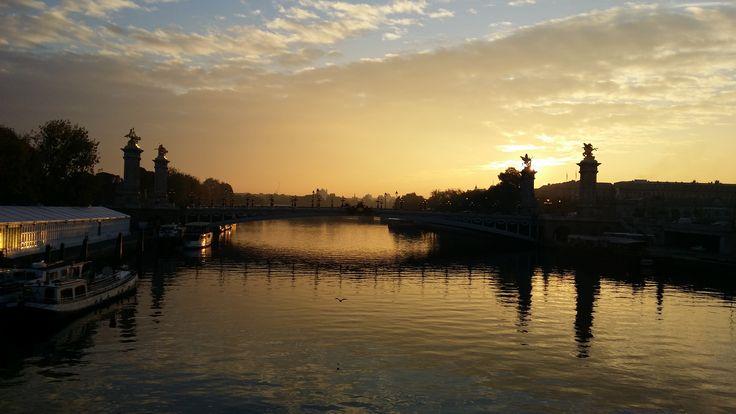 Pont Alexandre III, lundi 19 octobre 2015 08h43