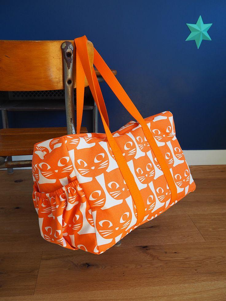 Tuto du sac week-end facile à réaliser ! Peut aussi servir de sac à langer ;-) Patron de couture dans le livre « Mes jolis sacs mais pas que… » (Hélène Mora aux Editions de Saxe)
