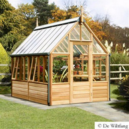 Deze cederhouten kas is een parel in uw tuin de warme uitstraling van het hout en de heerlijke - Tuinmodellen met rollen ...