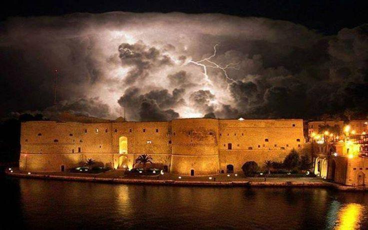 Taranto- temporale sul Castello Aragonese - Concorso fotografico: Concorso fotografico Cieli d'Italia